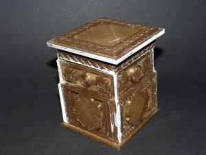 tudor box with the lid on