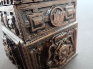 close up picture of the design of the tudor box